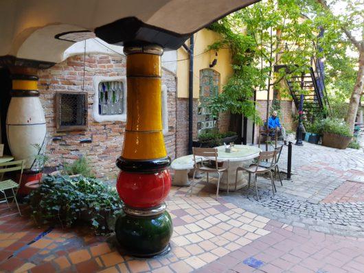 Dvorek Hundertwasserova domu