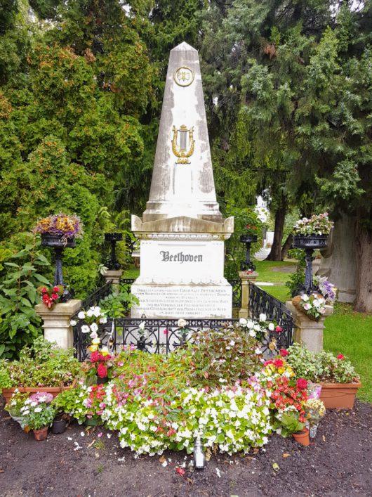 Beethovenův hrob na hřbitově Zentralfriedhof