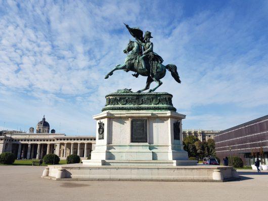 Socha prince Evžena Savojského na náměstí Hrdinů (Heldenplatz)